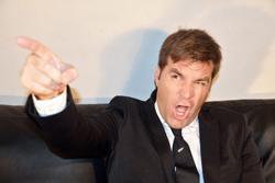 怒っている男性の画像