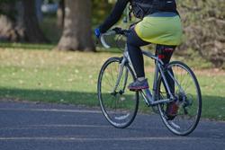 自転車に乗った人の画像
