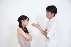 喧嘩するカップルの画像