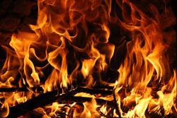 激しく燃える炎の画像