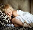 眠っている少女の画像