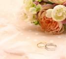 ブーケと指輪の画像