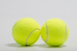 2つのテニスボールの画像