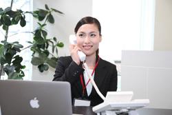 電話で話す女性の画像