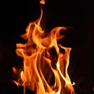 燃えさかる炎の画像